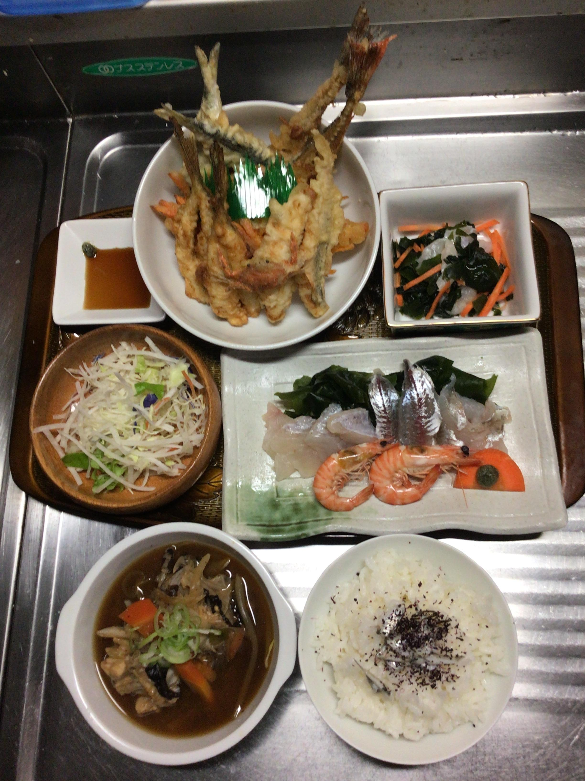 鬼カサゴのあら汁、刺身、天ぷら、酢の物デス❗️