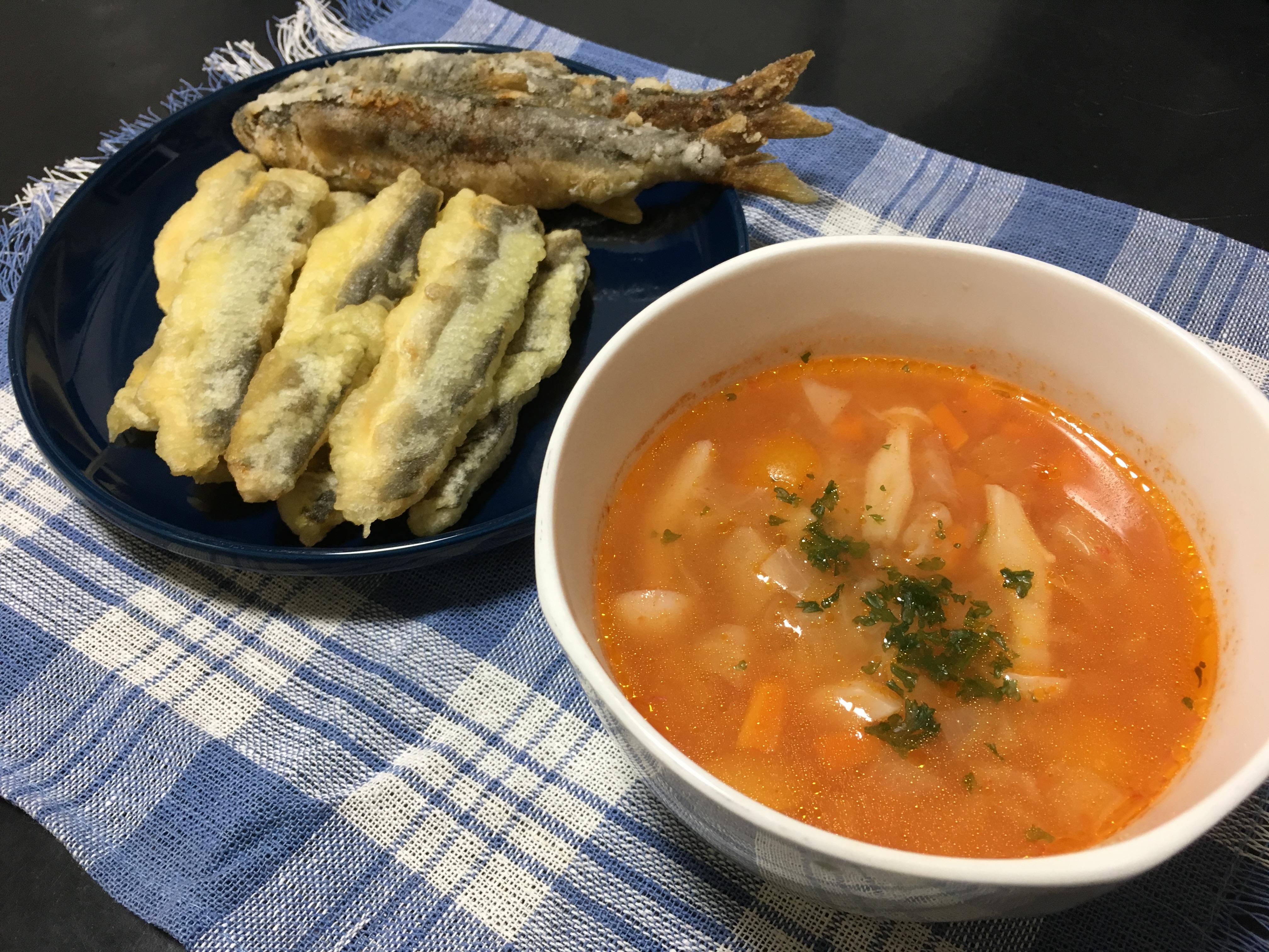 鮎のあらでとったダシで作ったミネストローネ。そして鮎の唐揚げと鮎の天ぷらです。鮎づくし(笑)