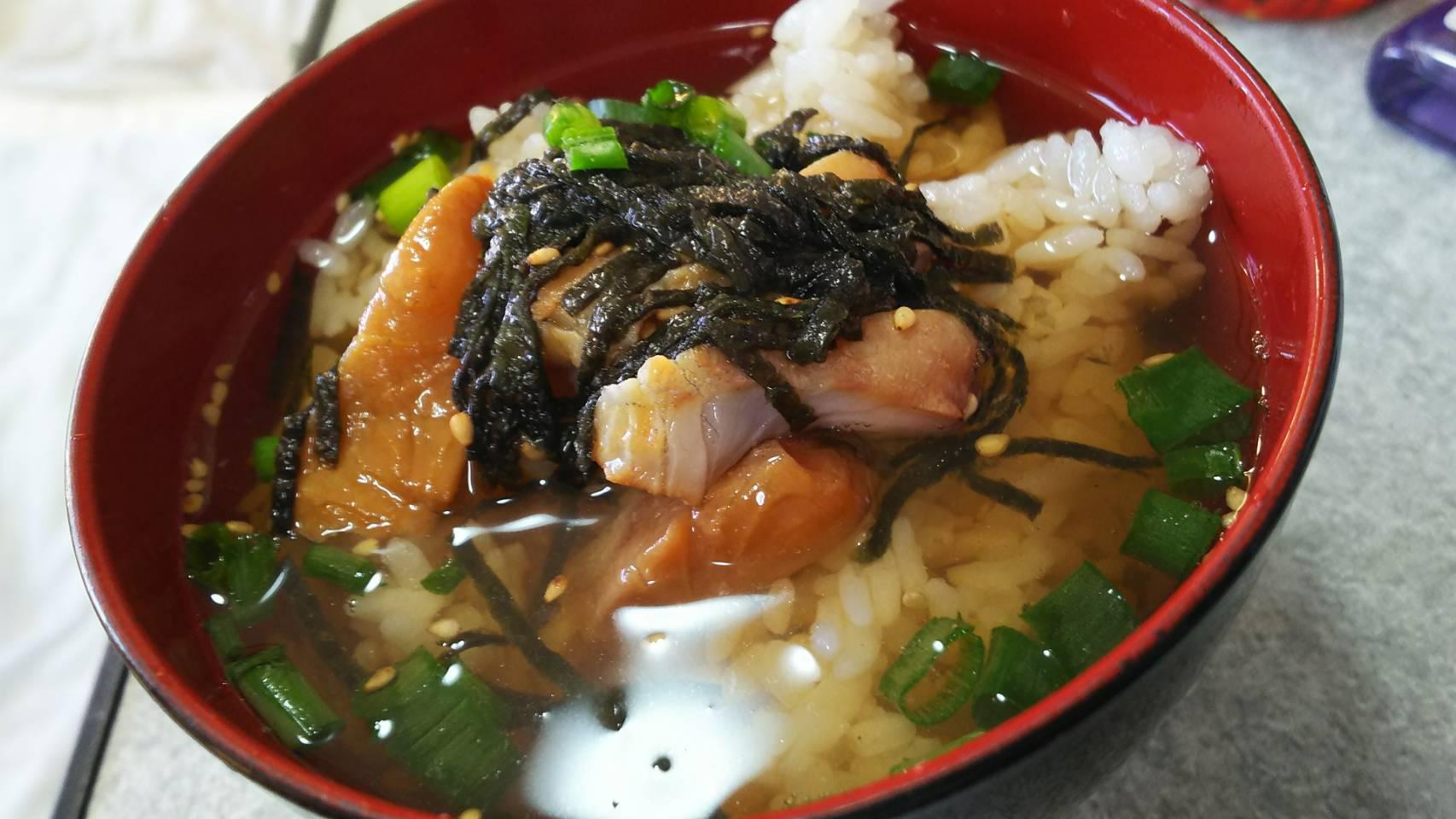 黒鯛を食べやすいお茶漬けに。
