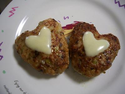 サバのハンバーグ ( チーズのせ )