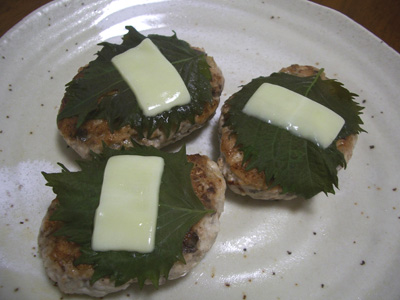 サバのハンバーグ ( 大葉&チーズのせ )