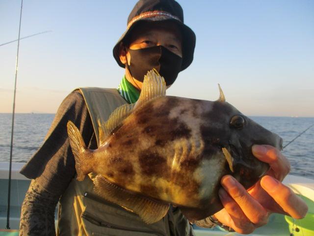 こちらのお客様はキョーイチのデラ旨過ぎる❸❶㌢ドデカハギを釣り上げましたよッ(°▽°)