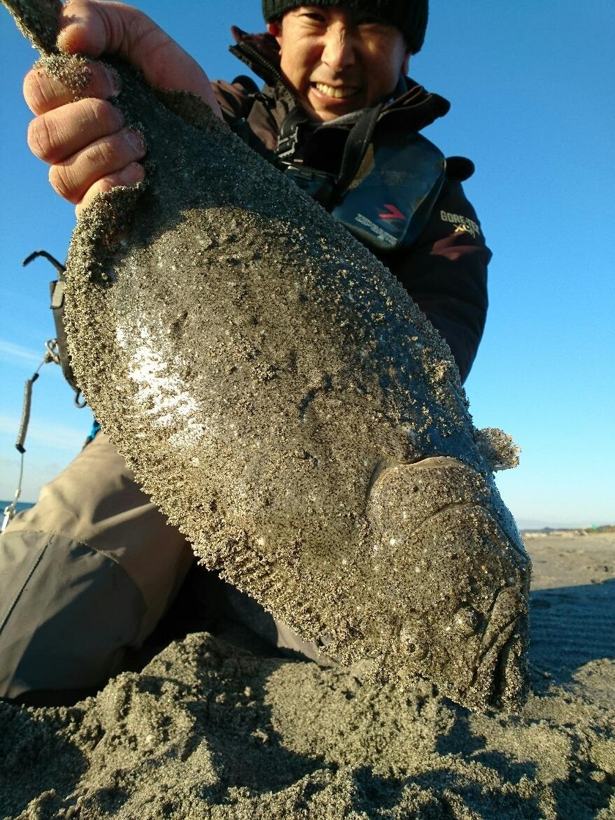 ヒラメ45cmは8時頃の釣果♪ブレイクを丁寧に攻めていると「ドン!」。