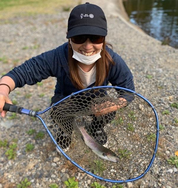 初めてルアー釣りに挑戦しました。平谷湖のスタッフさんが親切に教えてくれて釣ることが出来ました。