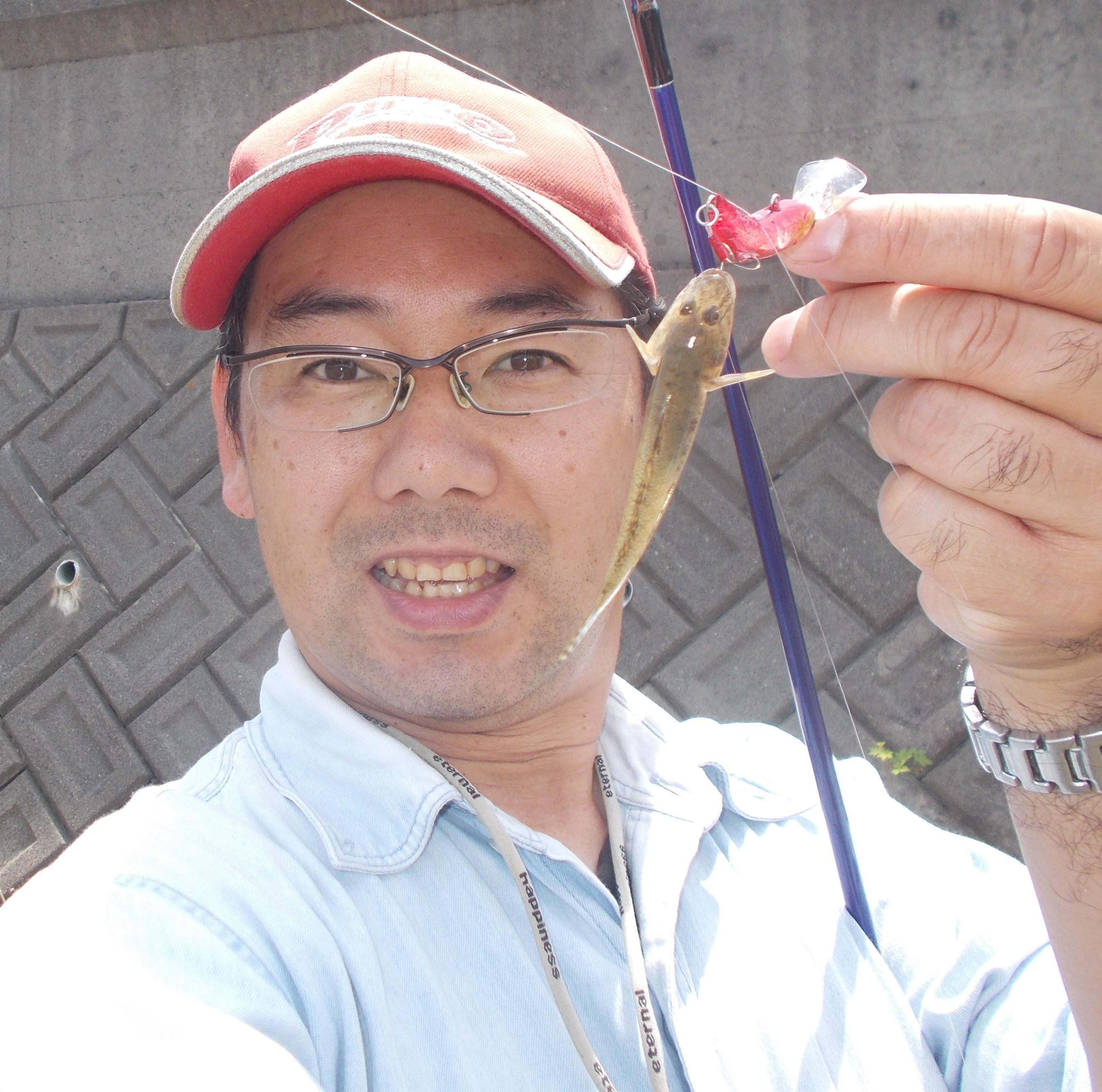 手長エビを狙っていたら見えたので切り替えて狙って見ました。まだ小さいのが多いですが大きいのは8cmほどと針に掛かる大きさが見えました。
