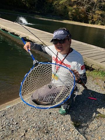 気温が下がりボトムも釣れる様になりました。トップからボトムまで遊べるシーズン到来です!
