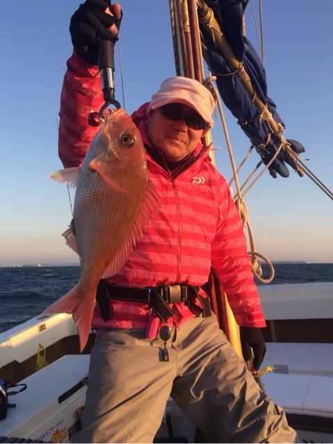 朝一発目で真鯛釣れました!