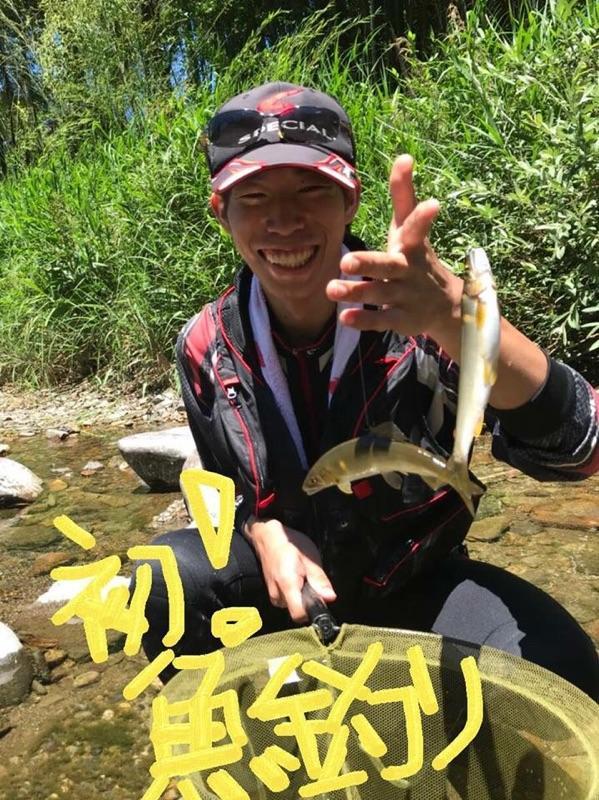 魚釣り初体験!!!釣りの楽しさ、鮎釣りを体験してもらいました♪またやりたいと♪