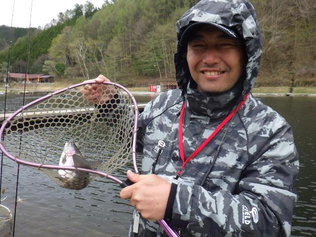 平谷湖の優しいスタッフの方が、その日のヒットパターンを教えてくれるので、初めての方でも安心して楽しめる釣り場です。