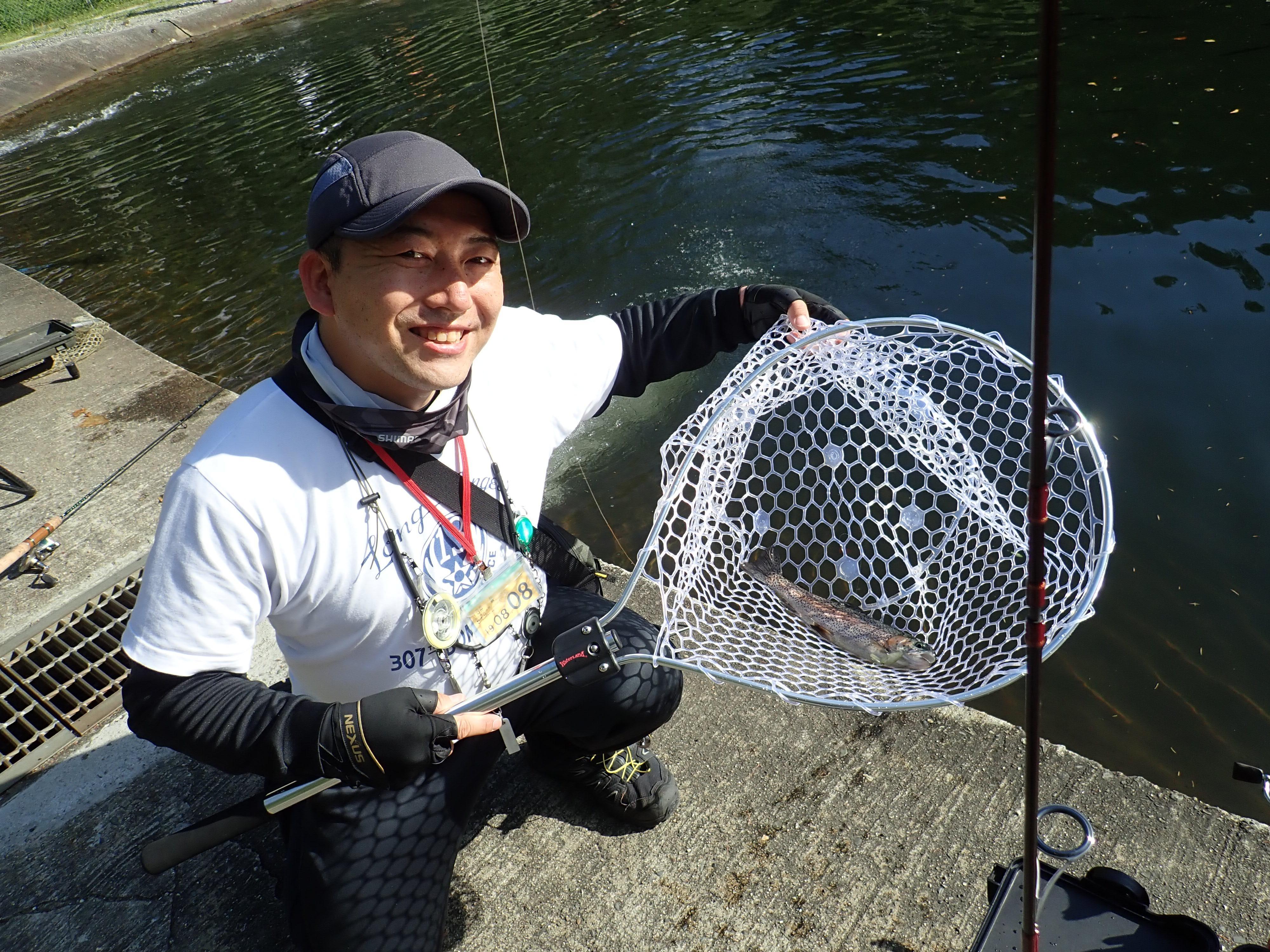 高原の管理釣り場だから、夏でもニジマス釣りが楽しめます。