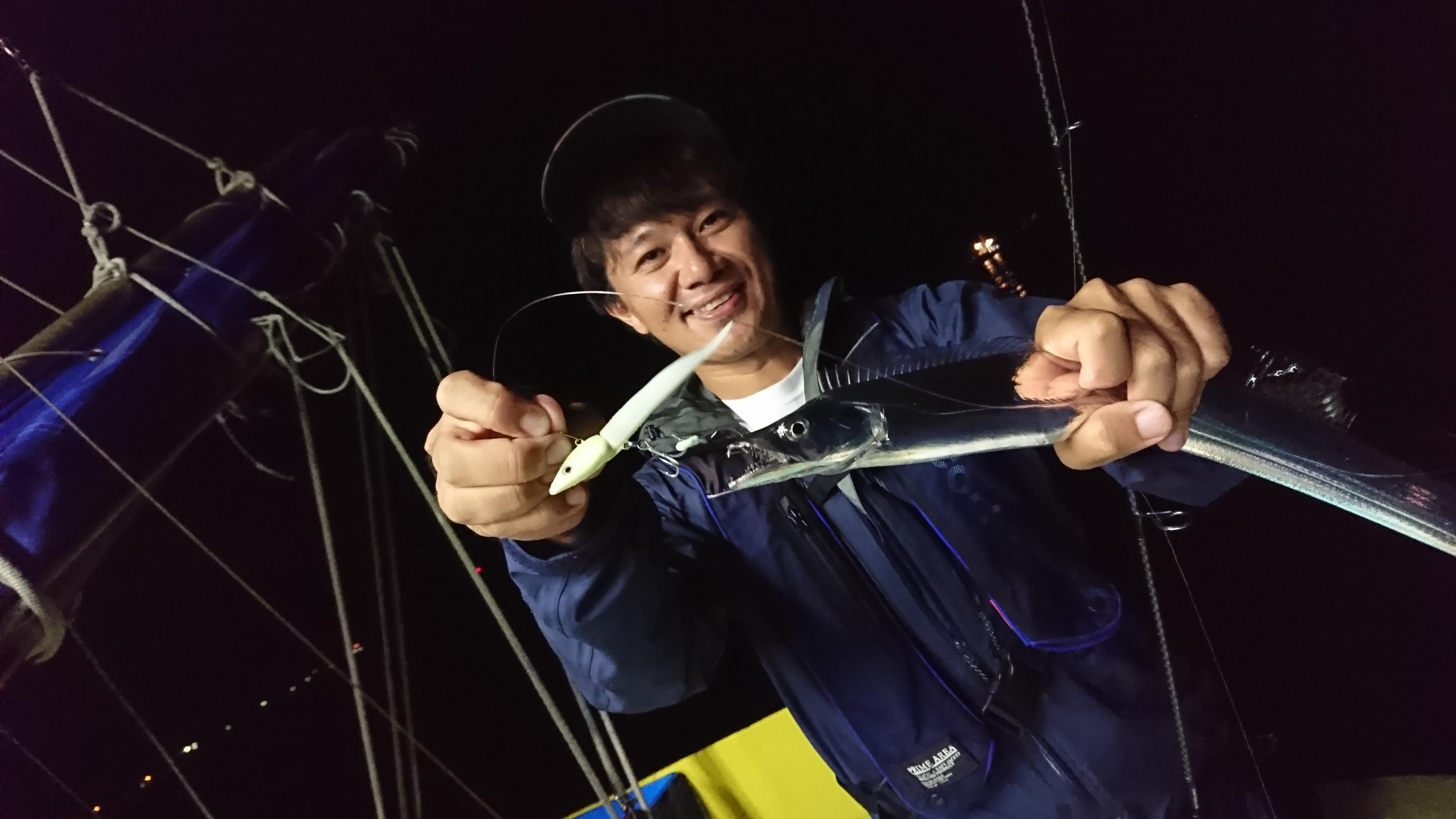 タチウオが水深10mより上で釣れていたので、ワインドに高反応!
