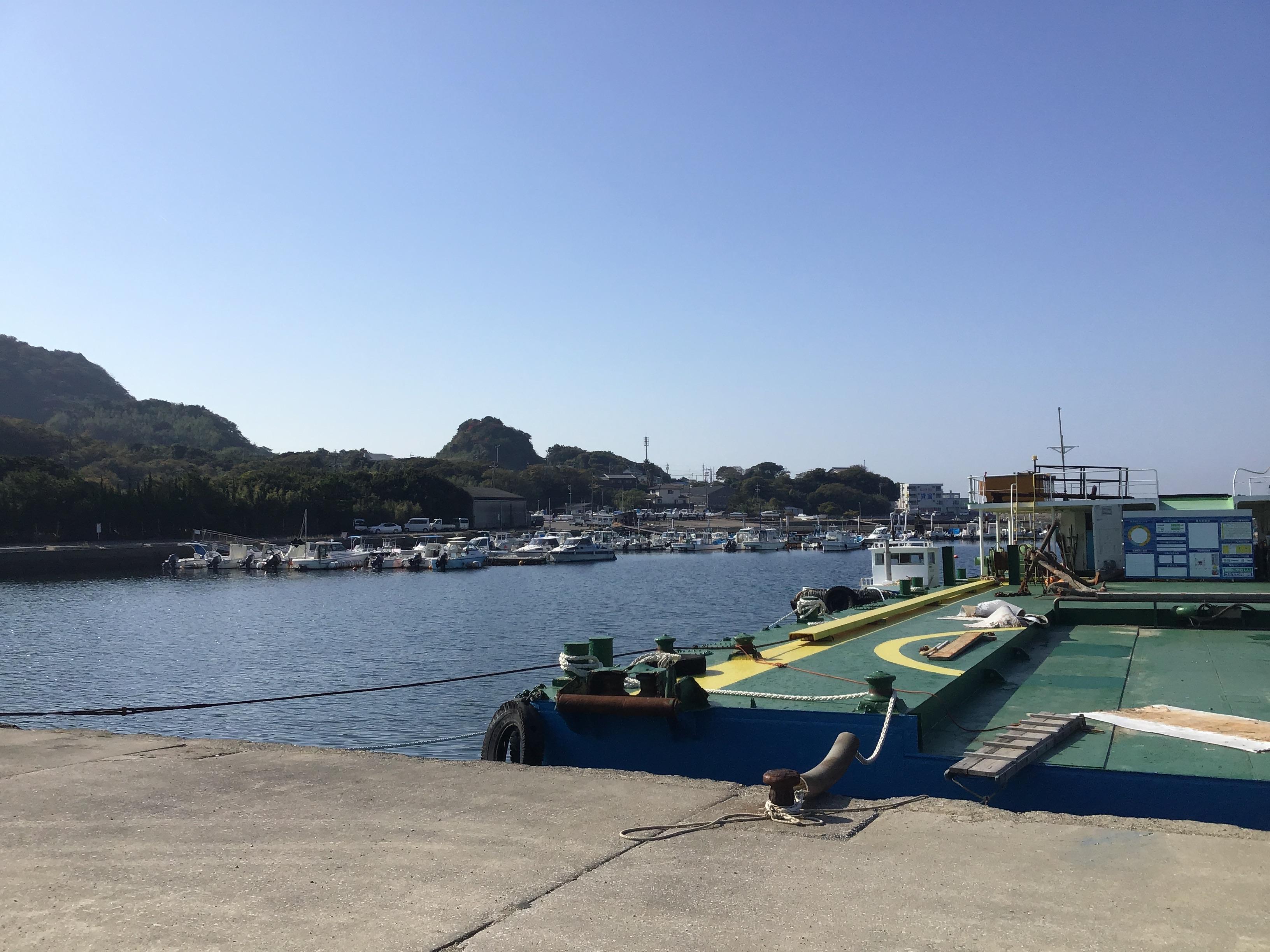 田原姫島漁港はトイレあります。チビメバル以外は未知です。順次調査ですね〜