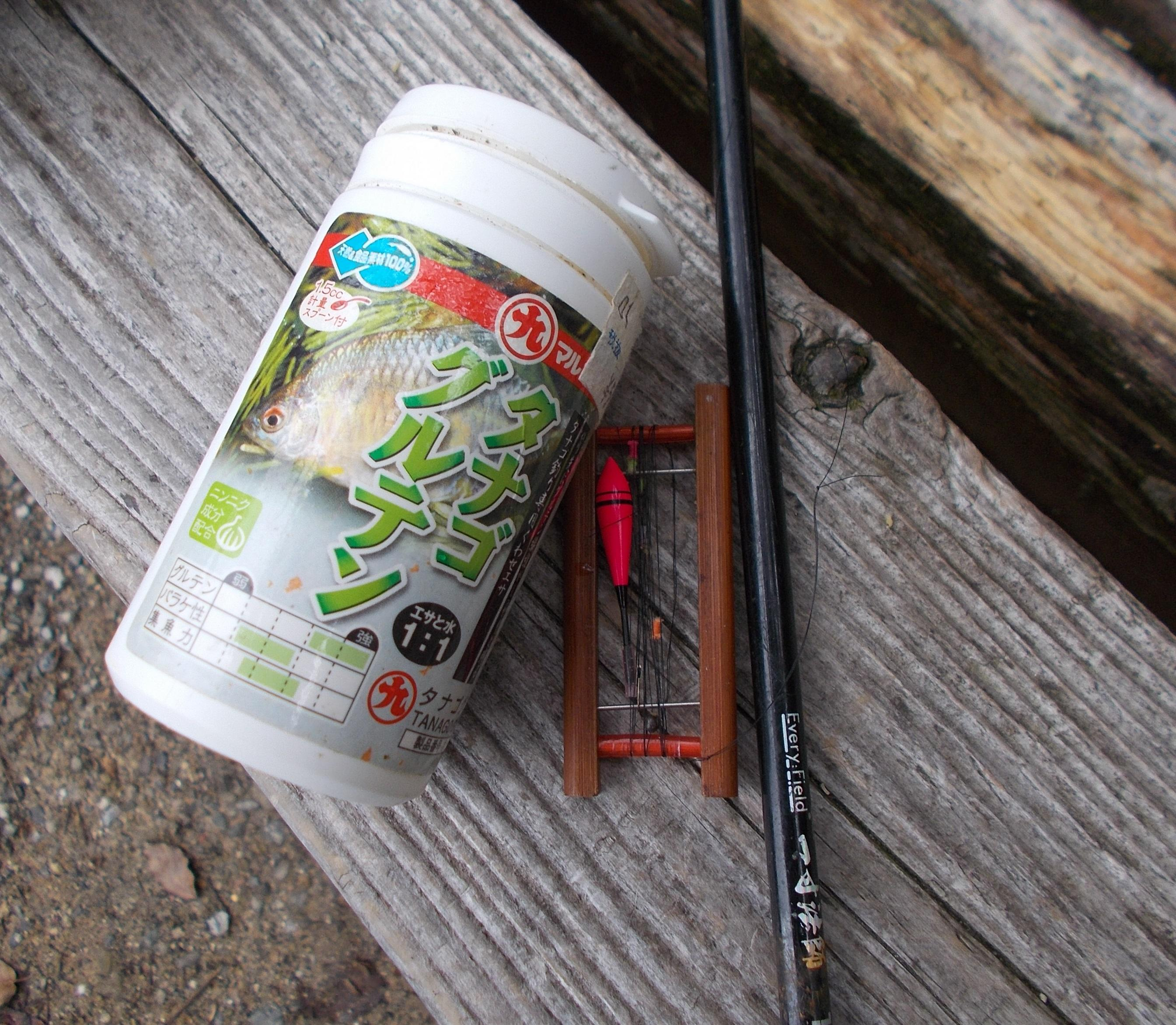 タナゴ釣り用の専用の仕掛け、エサ、竿は1.5m位の短い竿で釣ることができますよ。