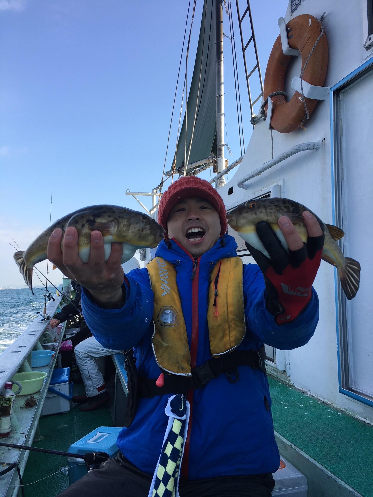 師崎沖良型フグ釣れています!